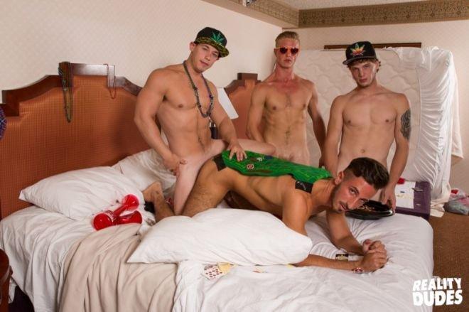 Jogando em Las Vegas e trepando com os amigos gays 10