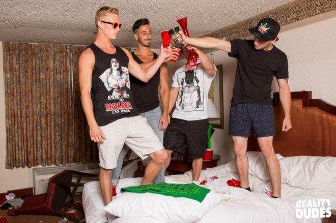 Jogando em Las Vegas e trepando com os amigos gays 2