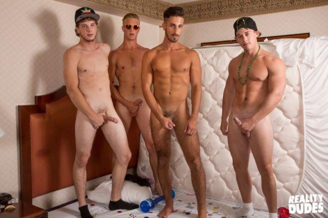 Jogando em Las Vegas e trepando com os amigos gays 7