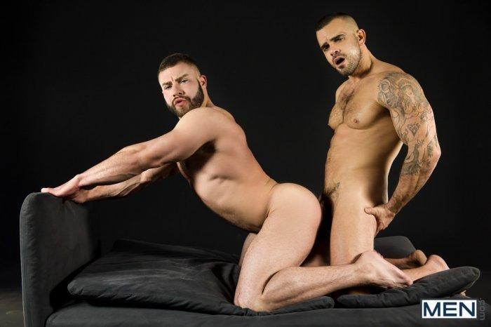 Dois machos parrudo transando 13