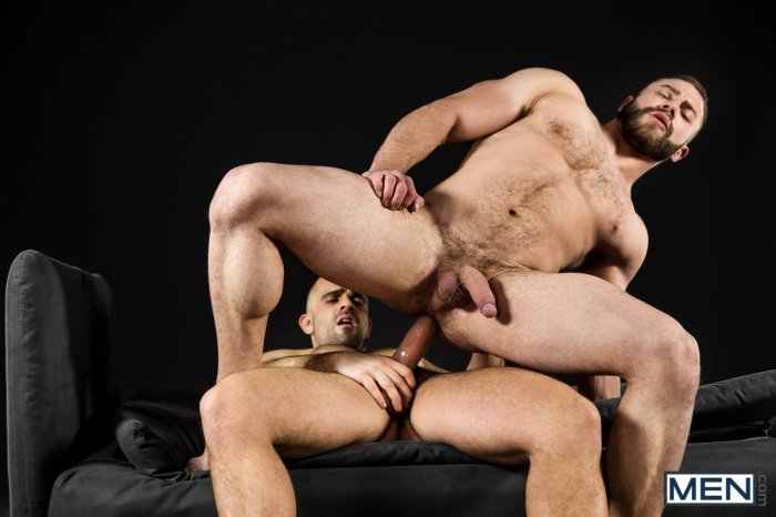 Dois machos parrudo transando 16