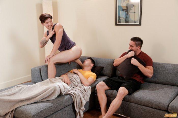 Três homens gostosos transando a noite toda 5