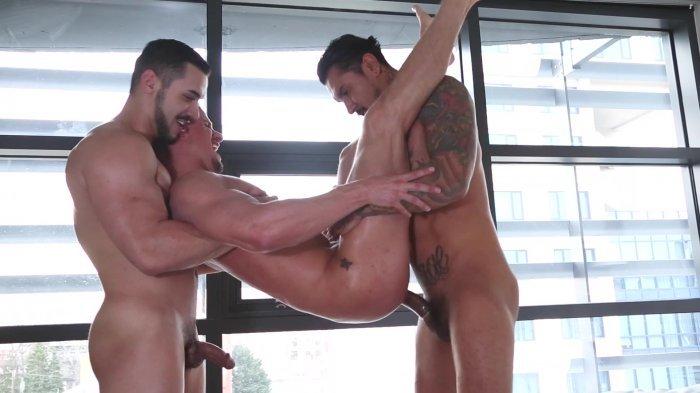 Muito sexo gay com dupla penetração 23