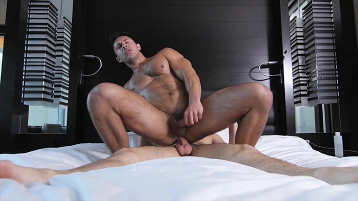 Sexo gay entre homens safados fodendo 21