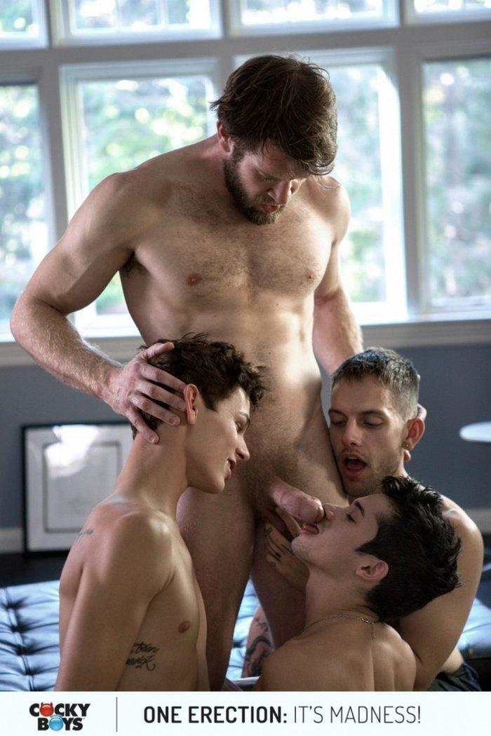 Colby Keller fazendo sexo com garotos gostosos 6