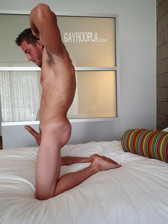 Homem nu e muito gostoso - Derek Jones 11