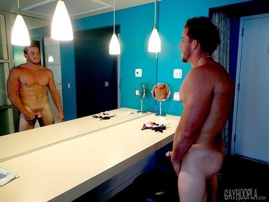 Homem nu e muito gostoso - Derek Jones 12