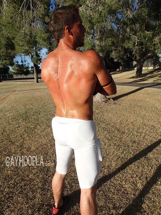 Homem nu e muito gostoso - Derek Jones 16