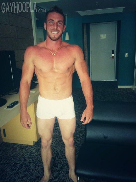 Homem nu e muito gostoso - Derek Jones 7