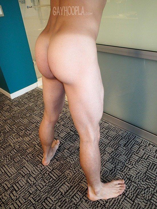 Homem nu e muito gostoso - Derek Jones 8