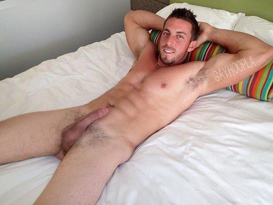 Homem nu e muito gostoso - Derek Jones 9