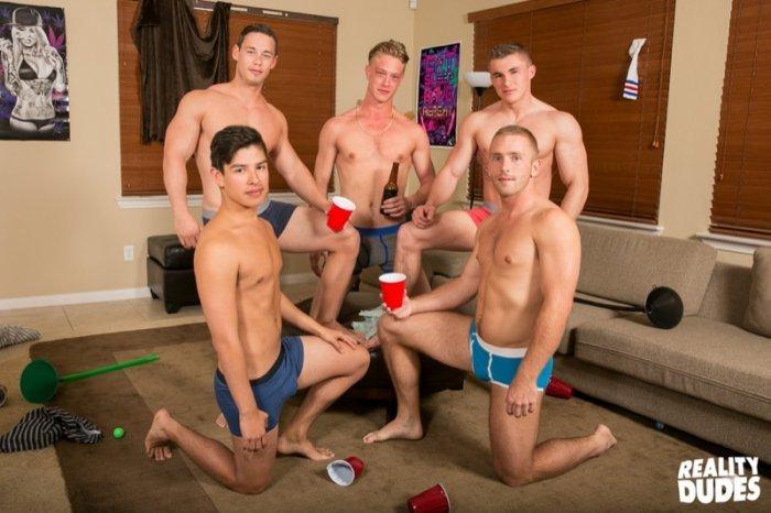 Sexo gay bareback na faculdade 11