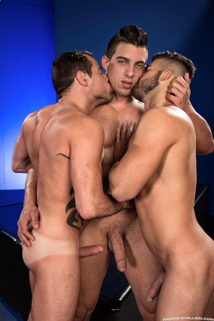 Homens pelados transando sem parar 8