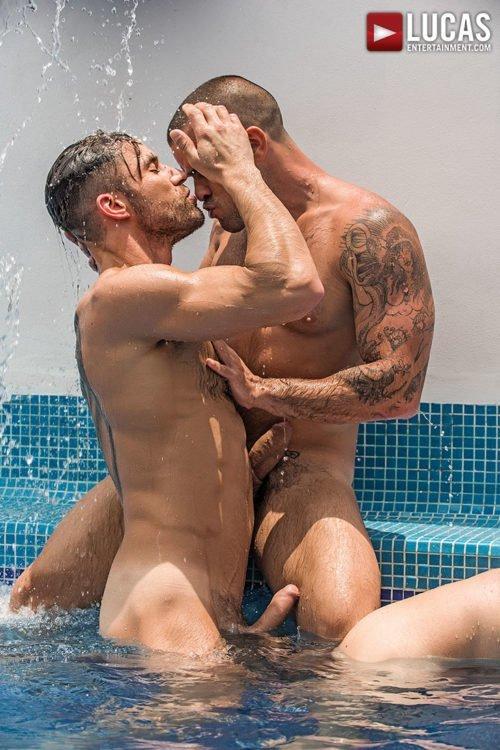 Suruba gay com homens sarados 12