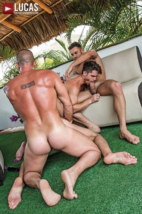 Suruba gay com homens sarados 20