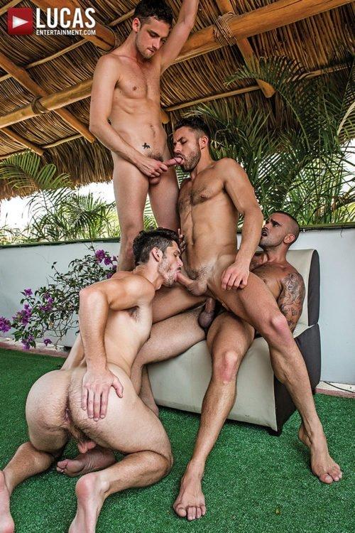 Suruba gay com homens sarados 21