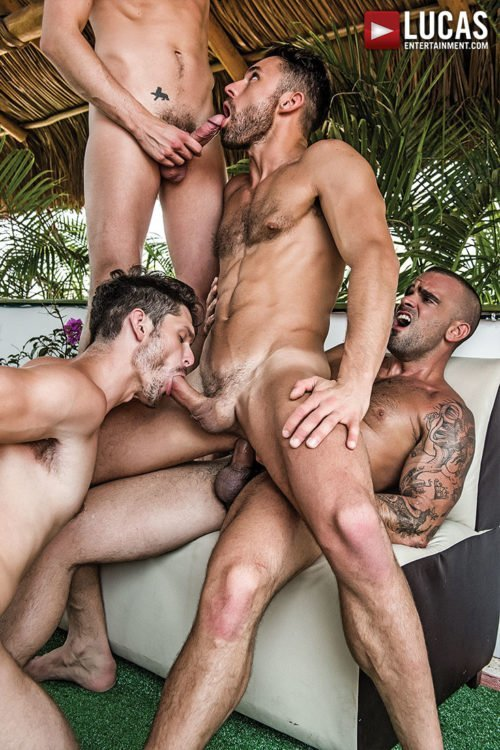 Suruba gay com homens sarados 22