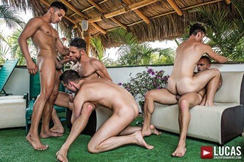 Suruba gay com homens sarados 23