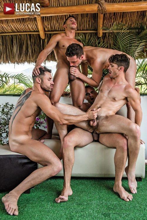 Suruba gay com homens sarados 24
