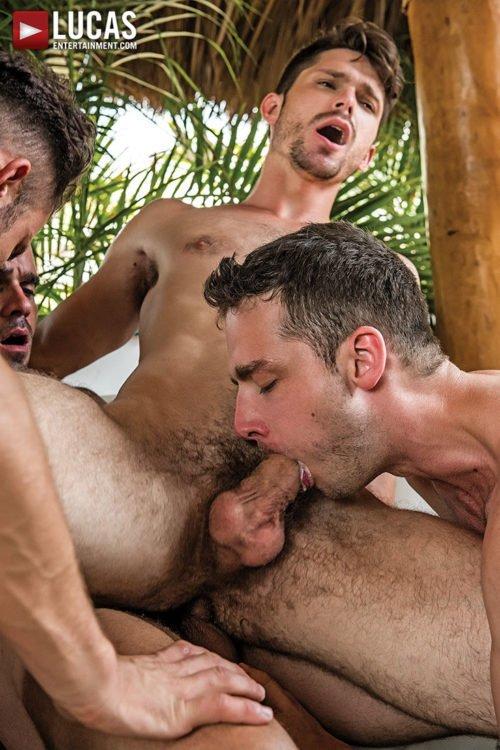 Suruba gay com homens sarados 25